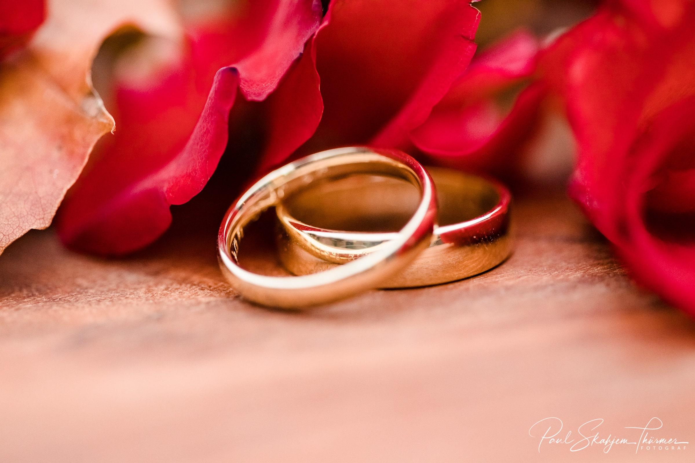 Bryllupsfotografering ringer og røderoser